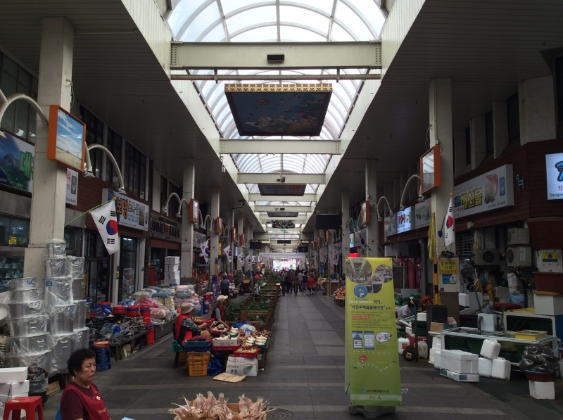 Inside the Olle Market. The size of the market was much bigger than it seemed