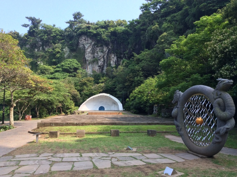 Park inside the Cheonjiyeon
